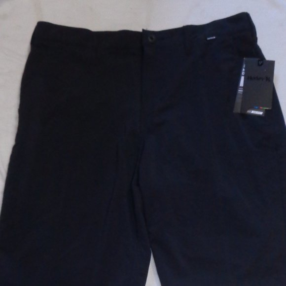 NWT men's HURLEY/ NIKE dry fit short. Size 34